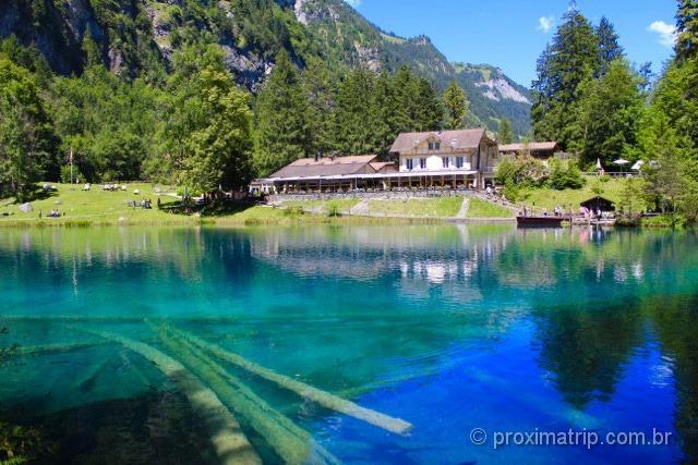 Belíssimo lago azul Blausee - Suíça no Verão