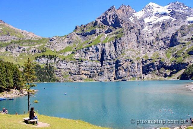 Passeio de verão no Oeschinensee, belíssimo lago nos Alpes Suíços