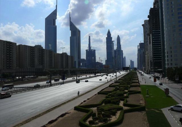 Sheikh_Zayed_Road_on_28_December_2007.jpg