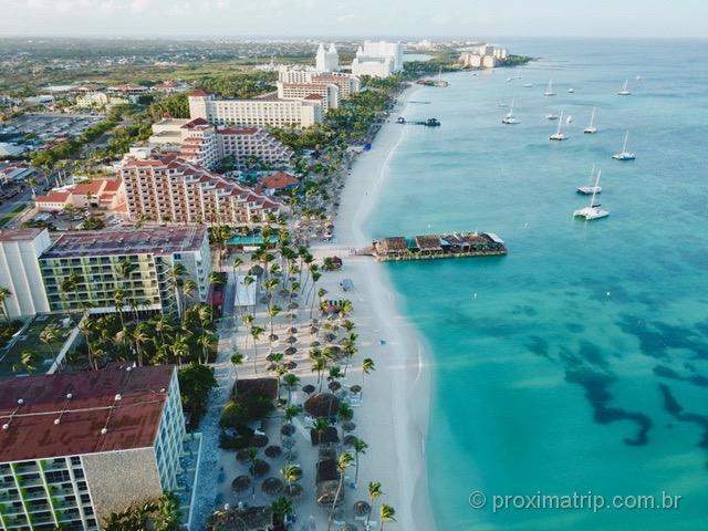 Palm beach em Aruba - vista com drone