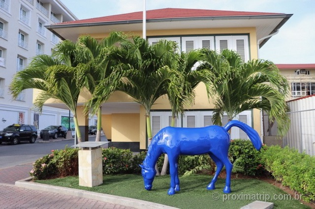 Esculturas dos cavalos azuis em Aruba