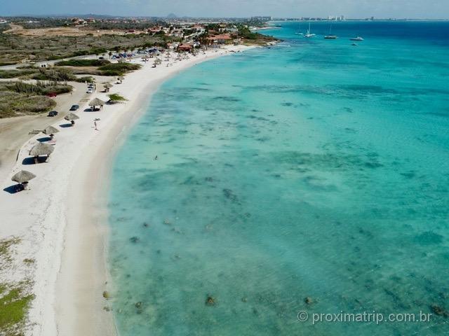Arashi Beach vista com drone - Aruba
