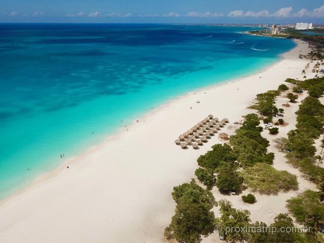 Praia Eagle Beach vista com drone - Aruba