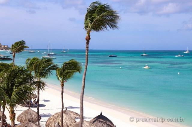 Praia de Palm Beach em Aruba