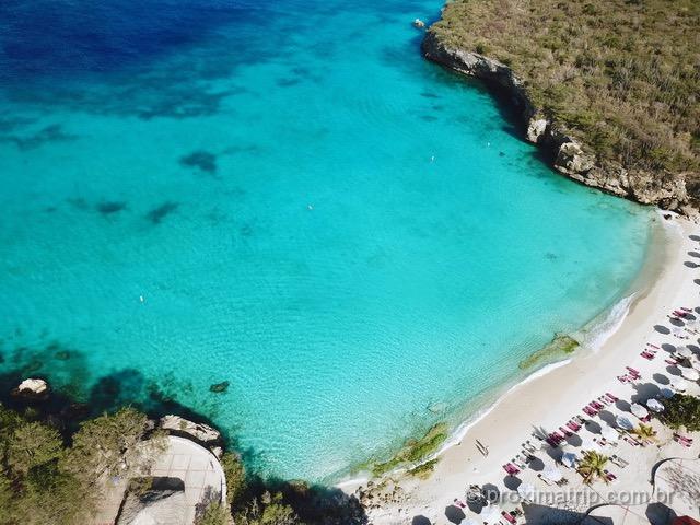 A linda praia de Kenepa Grandi, em Curaçao