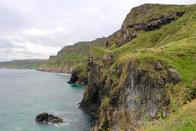 O que fazer na Irlanda do Norte: belas e dramáticas paisagens caracterizam costa do país