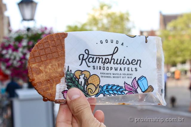 O delicioso e calórico Stroopwafel, doce cuja receita original surgiu em Gouda