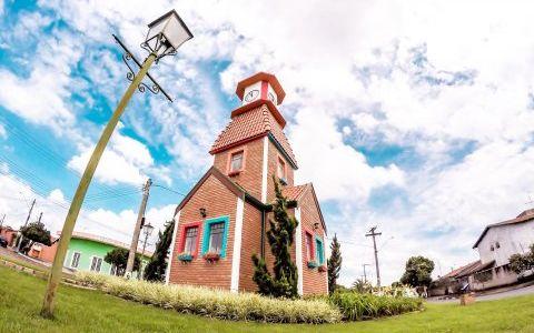 Torre relogio holambra