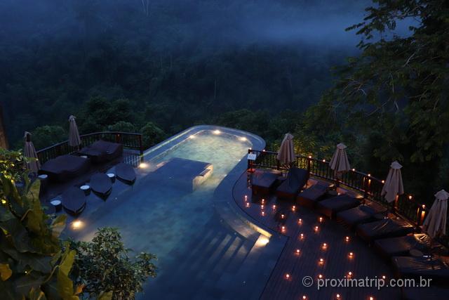 Hotel Hanging Gardens of Bali: decoração noturna da piscina!