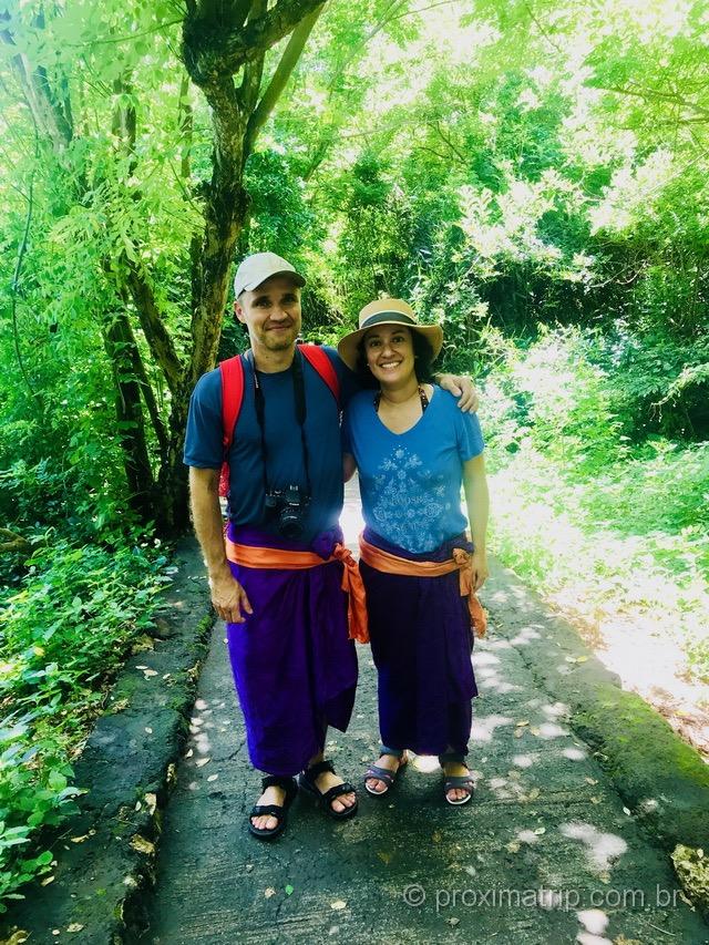 Uma das muitas vezes que usamos os sarongs nos templos de Bali