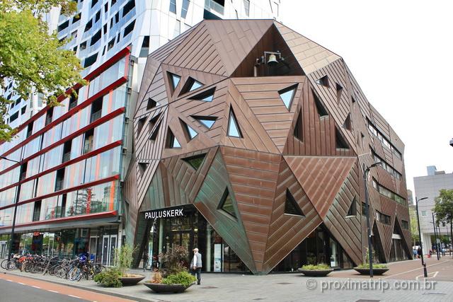 A arquitetura é uma das atrações em Rotterdam: nunca vimos igreja mais moderna!
