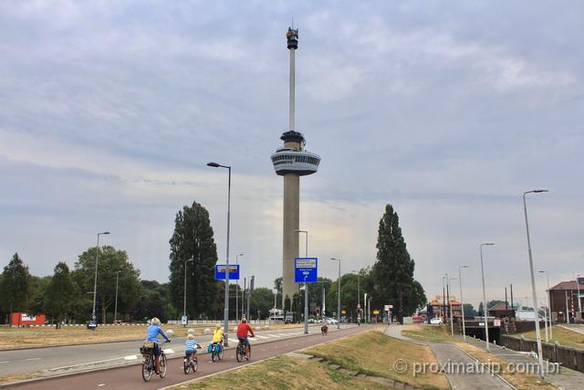 Torre Euromast em Rotterdam e as ciclovias de Rotterdam