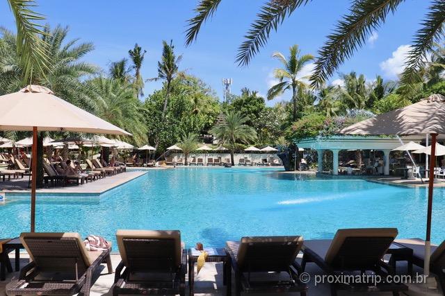 Praticamente todos hotéis na ilha tem piscina: o calor se faz presente o ano todo!