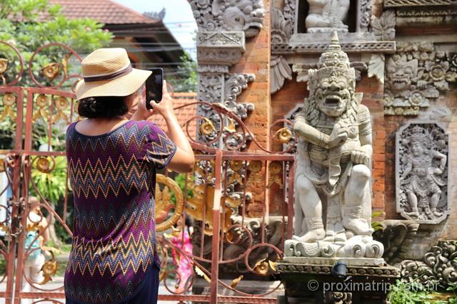 Fotografar estátuas exóticas e diferentes: uma das coisas para se fazer em Ubud