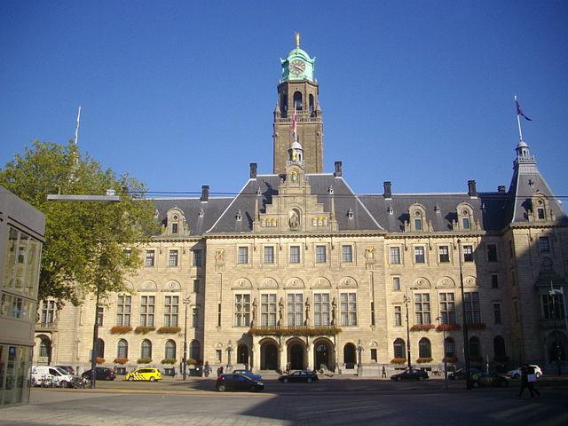 créditos: Rotterdam stadhuis 2015 by Ttzavaras via Wikimedia.org