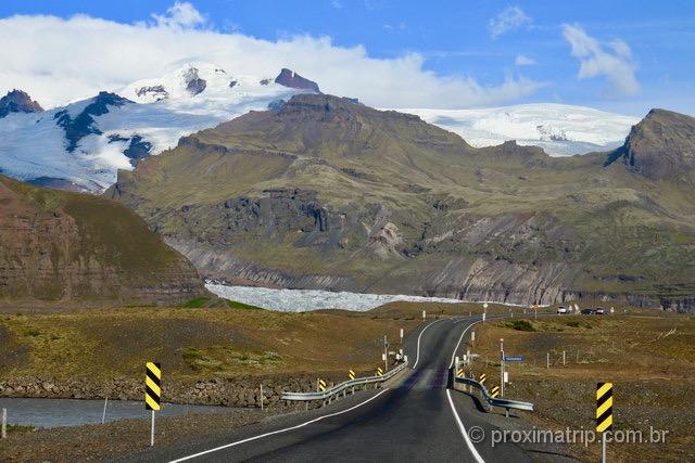 Dirigindo na Islândia: Ponte de pista única e um glaciar de fundo!