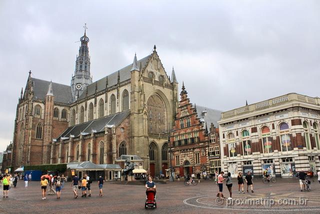 Grote Markt, um dos principais pontos turísticos de Haarlem, na Holanda