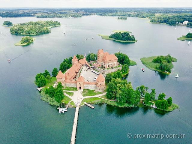 O Castelo de Trakai, na Lituânia - foto drone