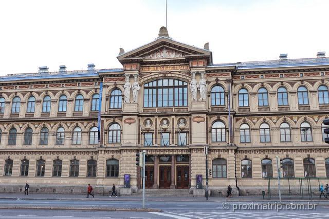 O bonito Ateneum, um dos museus de Helsinki