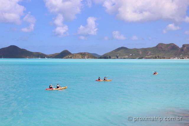 O que fazer em Antígua e Barbuda: imagine remar no caiaque com esse visual!