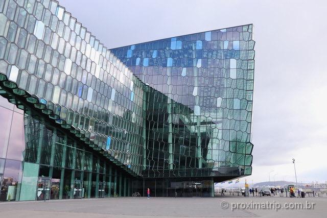 arquitetura moderna em Reykjavík: o prédio HARPA é um espetáculo!