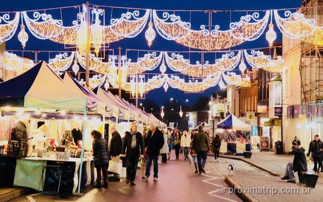 Feira natalina em Stratford-upon-Avon: belo passeio no mês de dezembro!