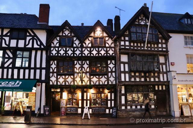 O pub mais antigo de Stratford-Upon-Avon: atração turística e gastronômica da cidade