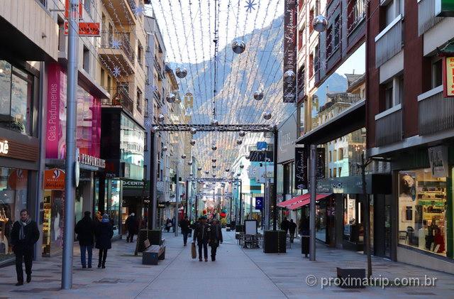 Centro de compras e restaurantes em Andorra la Vella