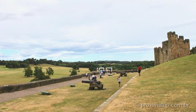 Castelo de Alnwick: canhões e paisagens bucólicas da Inglaterra