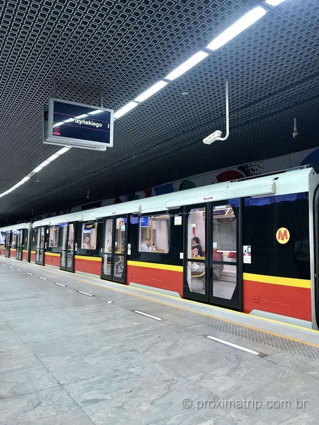 Metrô na Polônia: nós usamos transporte público mesmo viajando!