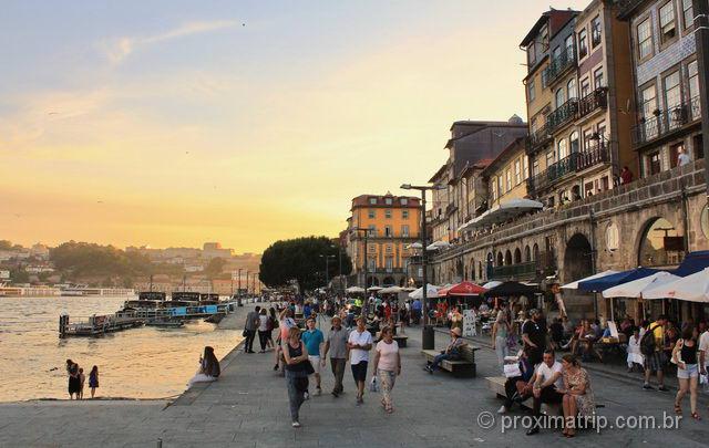 Praça e Cais da Ribeira em Porto