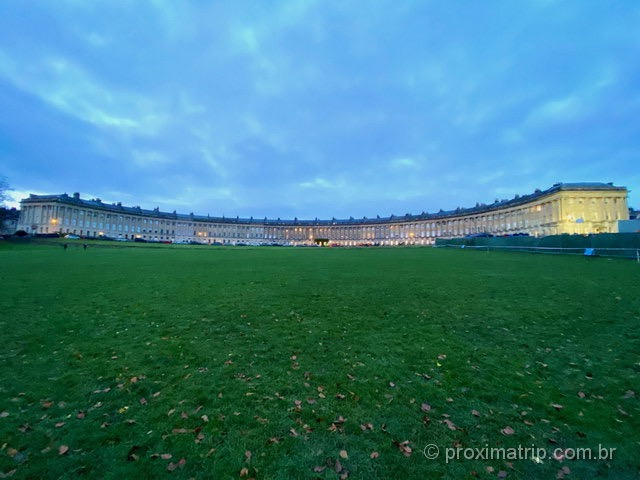 Royal Crescent em Bath - panorâmica com iPhone11