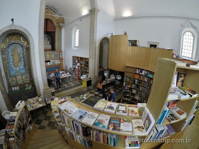 Por dentro da Livraria Santiago, em Óbidos
