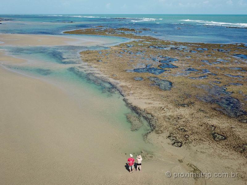 Piscinas naturais de Guajiru/Flecheiras no Ceará, vistas com drone