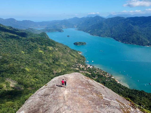 A vista deslumbrante no topo do Pico do Pão de Açúcar, Saco do Mamanguá